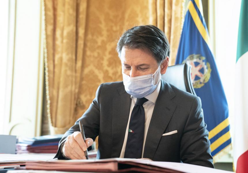 Coronavirus - Il Presidente Conte firma il Dpcm del 13 ottobre 2020
